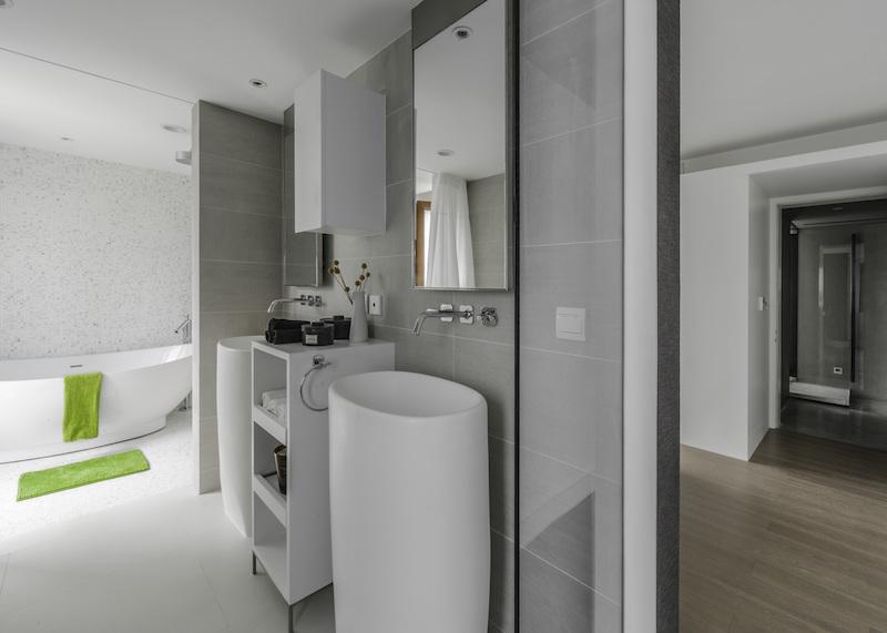 Modern Chinese apartment bathroom