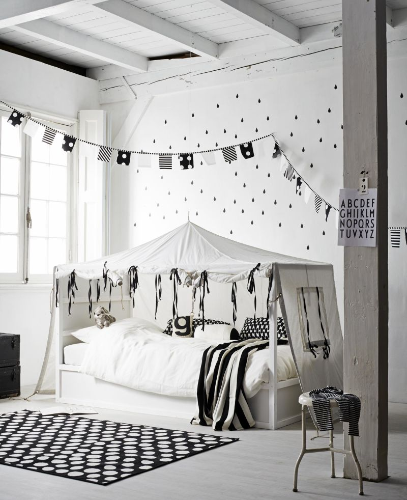 Nordic black and white kura bed hack