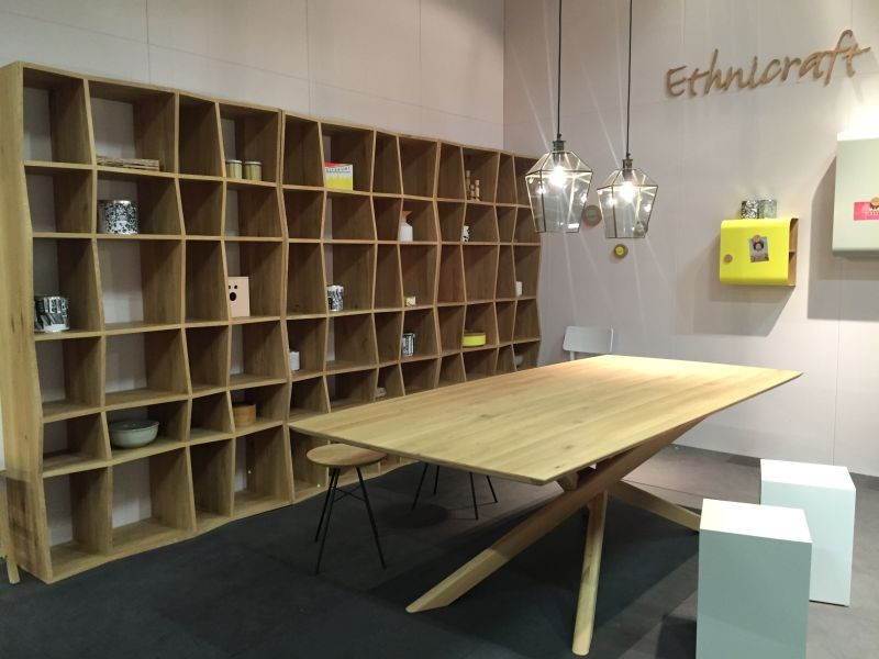 Ondulated bookshelves from ethicraft