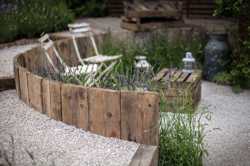 Reclaimed wood and gravel - wooden crate