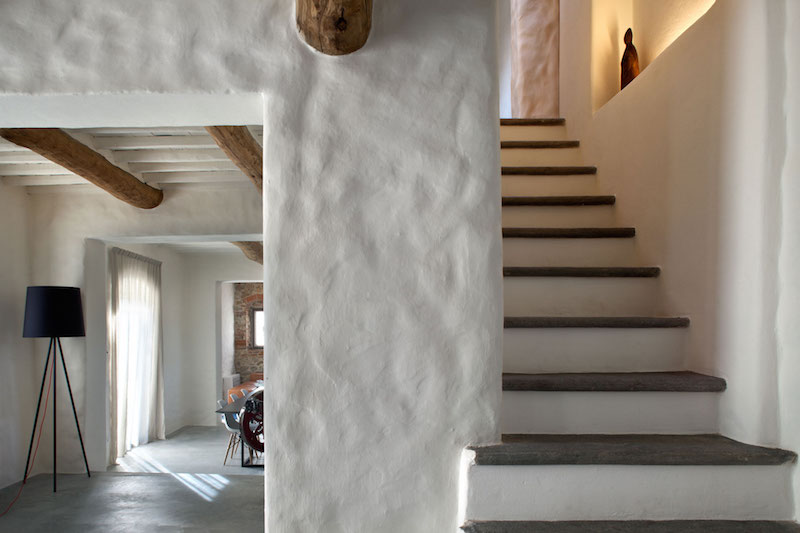 Renovated Country House In Lucca Plaster Walls And Staircase