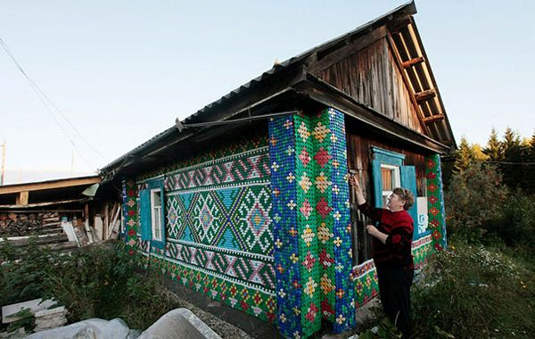 俄罗斯瓶盖房子墙壁