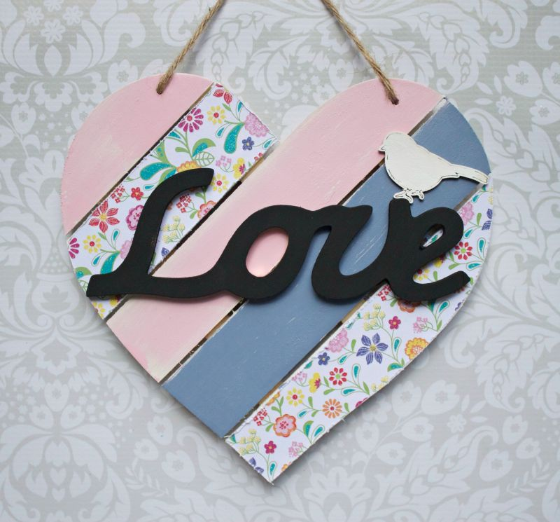 Shabby Chic Wood Heart Decor - ang