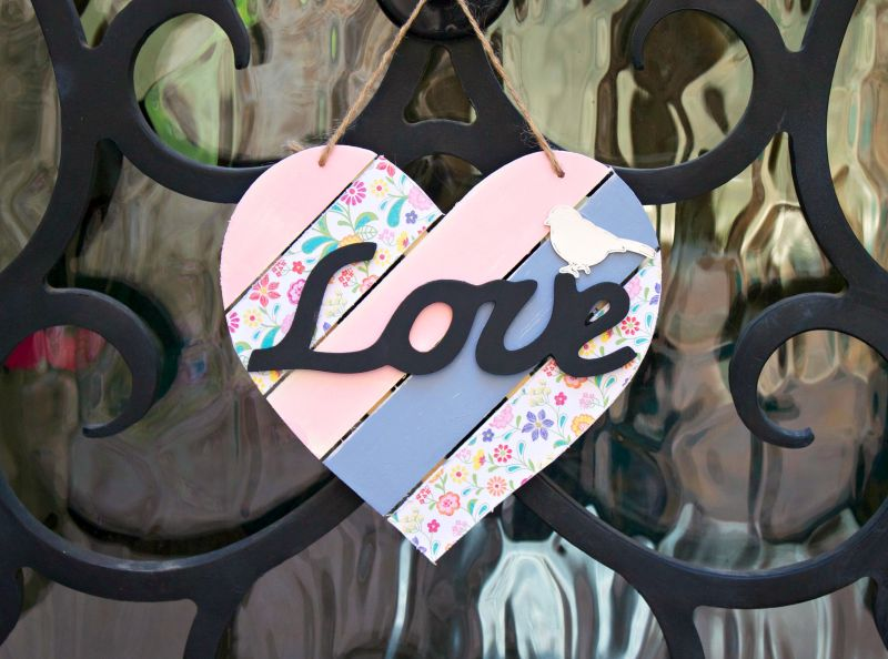 Shabby Chic Wood Heart Decor - display