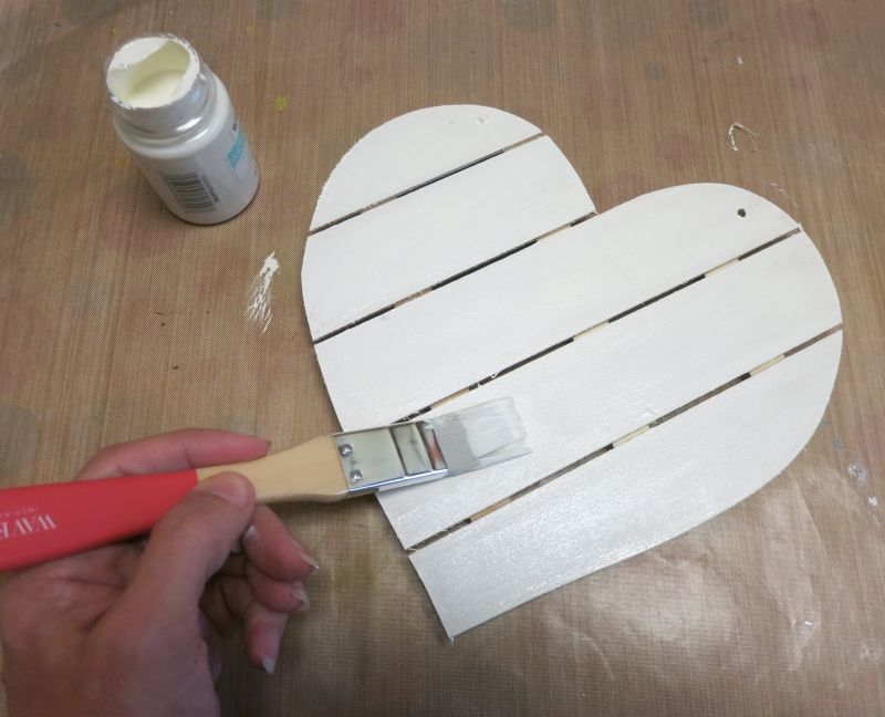 Shabby Chic Wood Heart Decor -paint