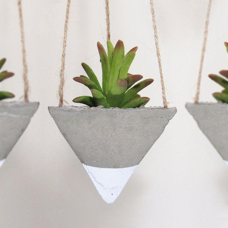 Succulent hanging cocnrete planter