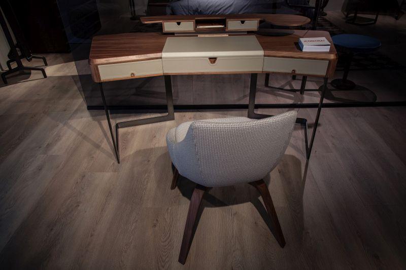 Tom Desk from Porada