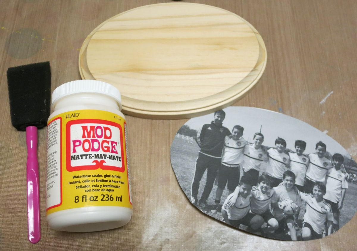 how to put an image on wood