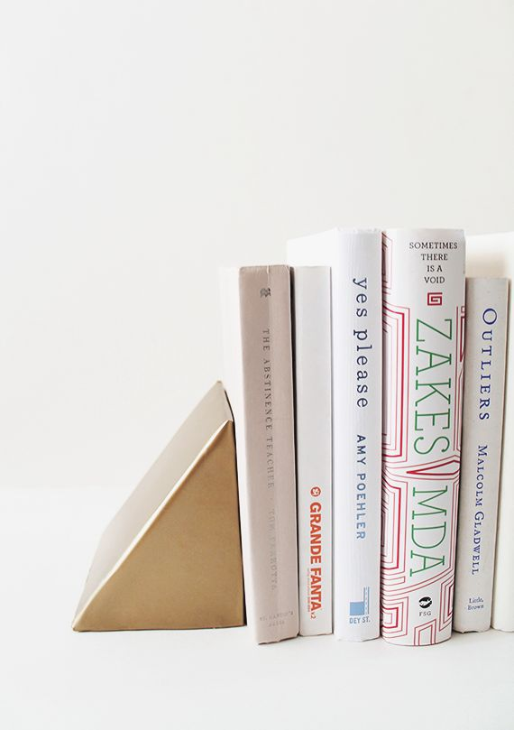 Triangle cardbox bookends