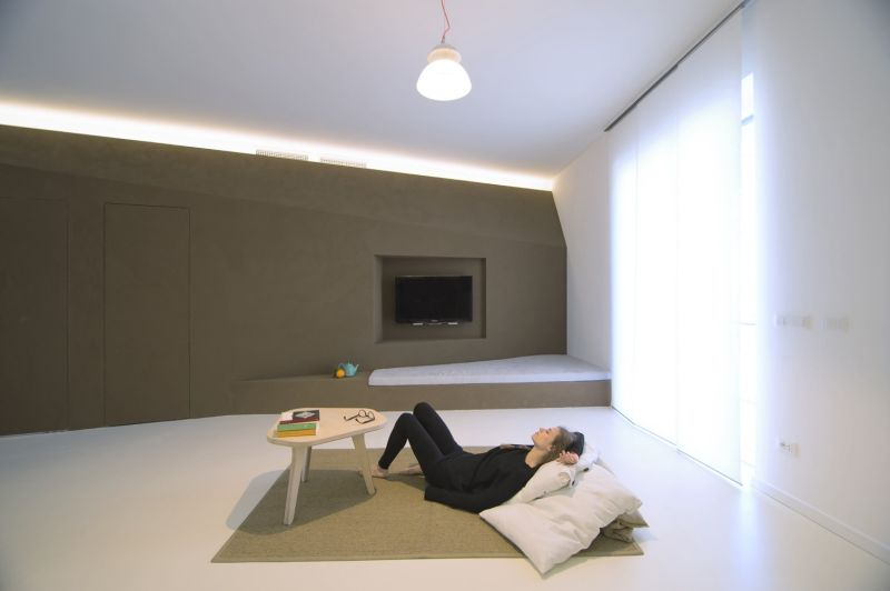 Turin apartment floor seating