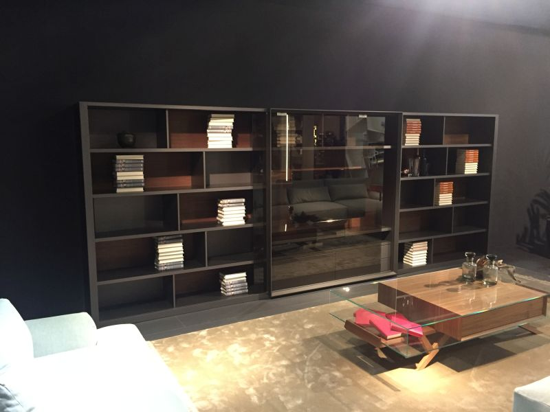 Wall bookshelves with sliding glass foors