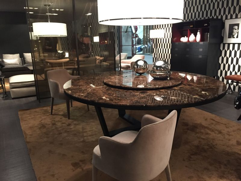 Round Dining Table With Brown Marble