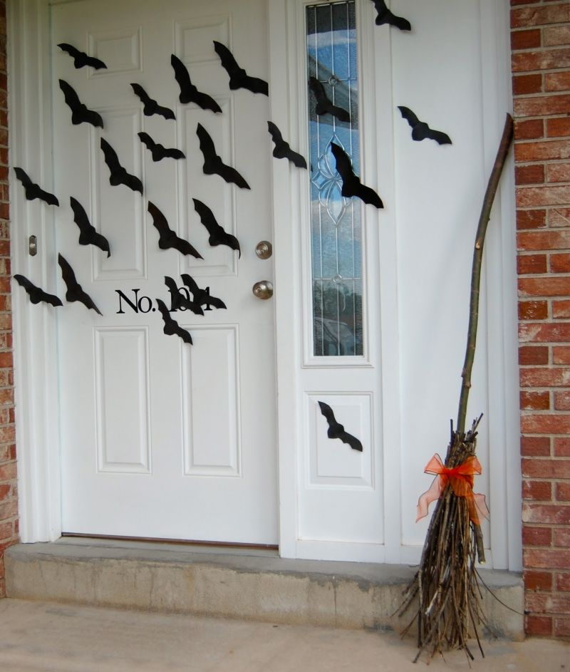 black-ornaments-on-the-front-door