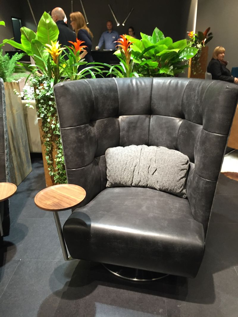 black-tufted-leather-chair