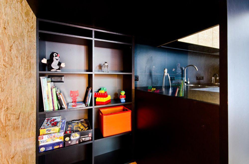 brandburg-small-studio-design-storage-area