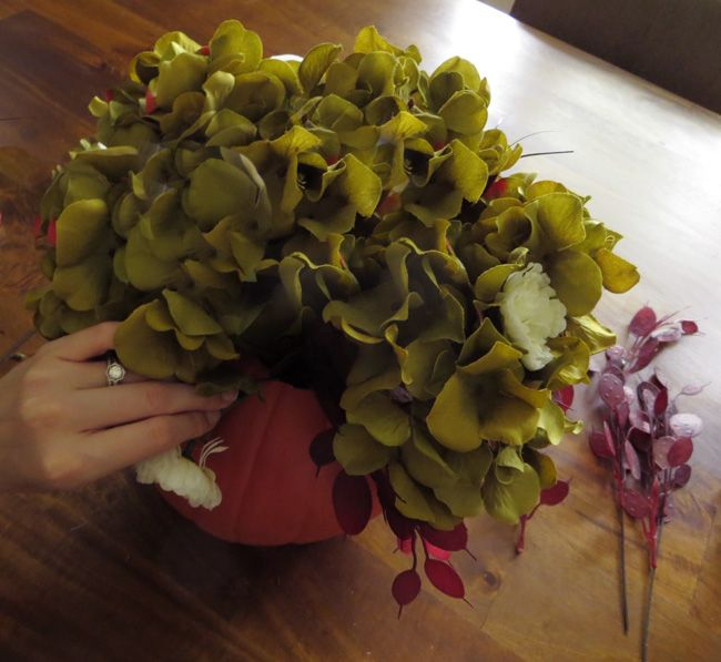 Creative pumpkin flower vase