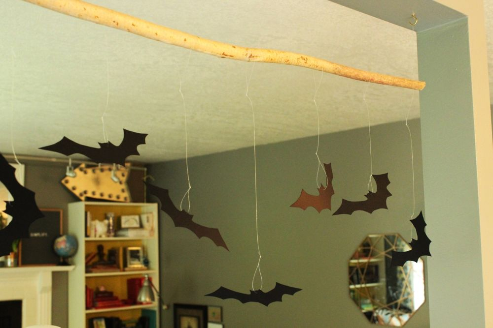 diy-bat-hanging-branch-for-halloween