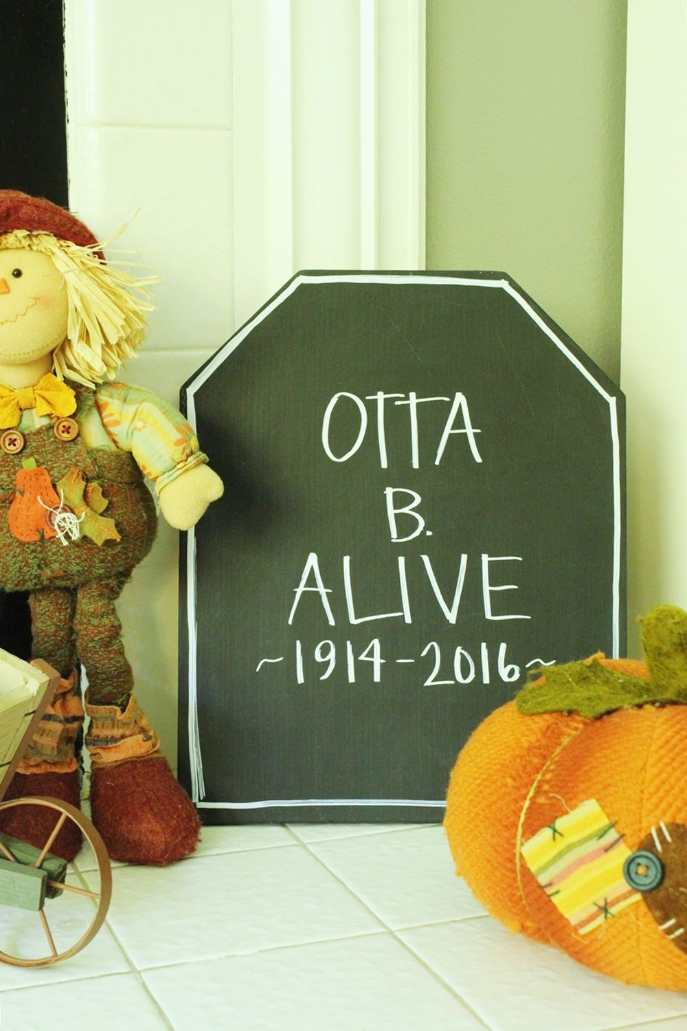 DIY Chalkboard Tombstone Project for Halloween