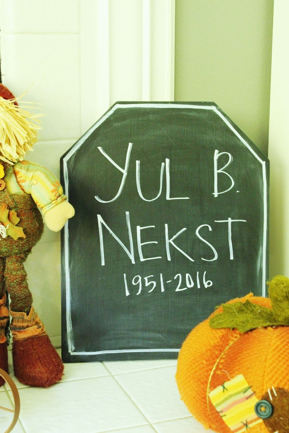 DIY Chalkboard Tombstone - clever tombstone names