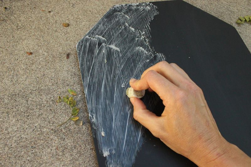 DIY Chalkboard Tombstone - thick chalk