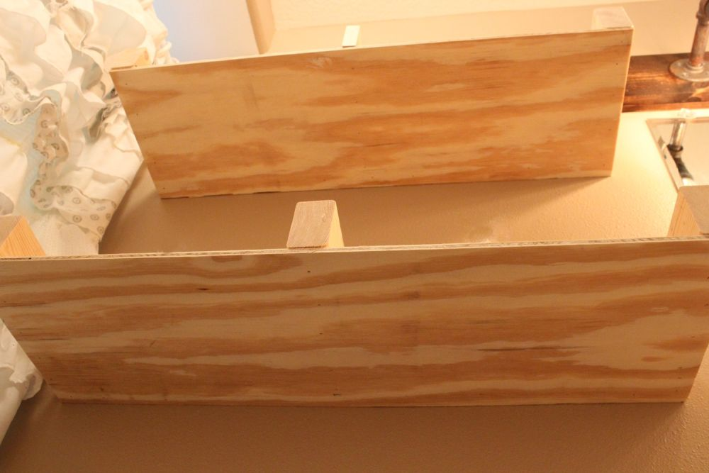 diy-floating-shelves-notice-the-bottom