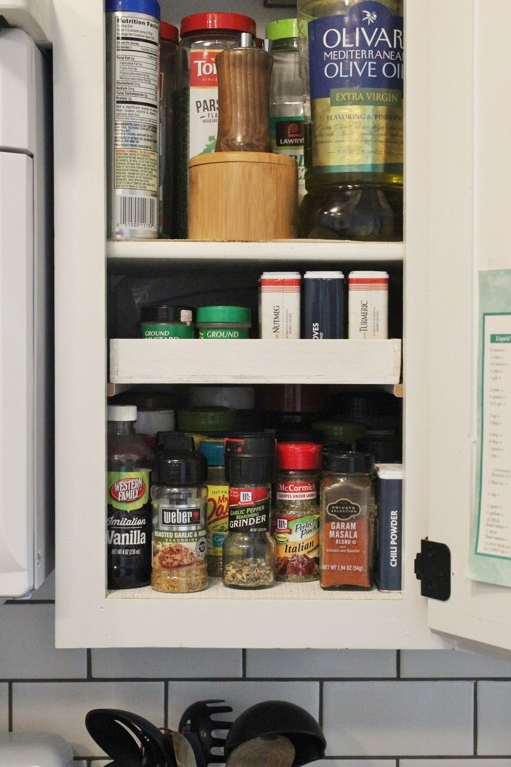 diy-spice-shelf-decor