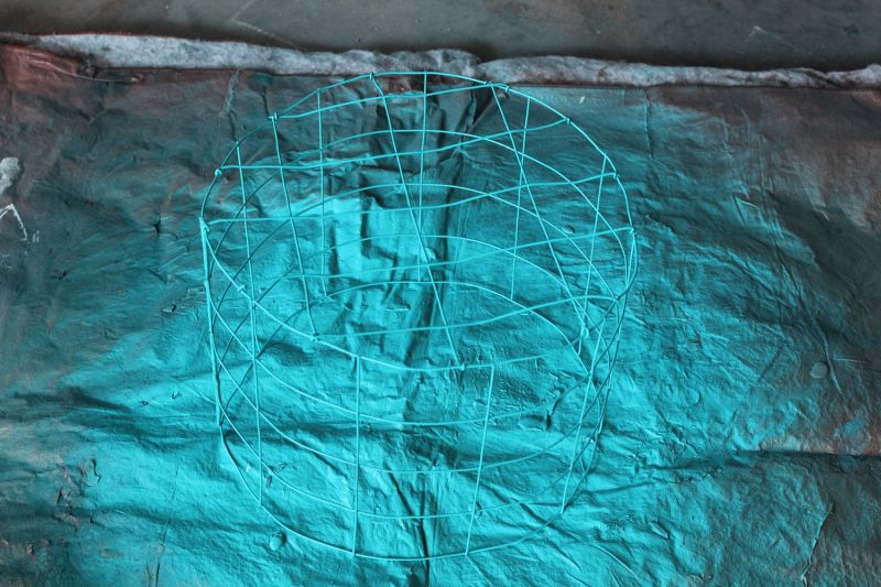 diy-wire-light-turquoise-spray-paint