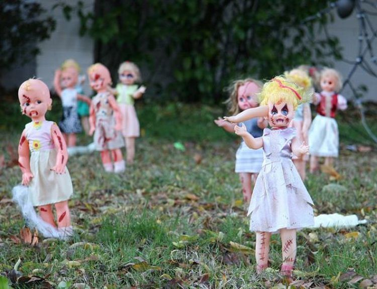 16 diy yard decorations for the scariest house award diy zombie dolls for backyard solutioingenieria Images