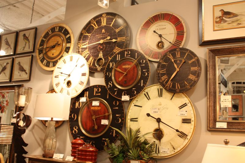 decorate-the-wall-with-large-rustic-clocks
