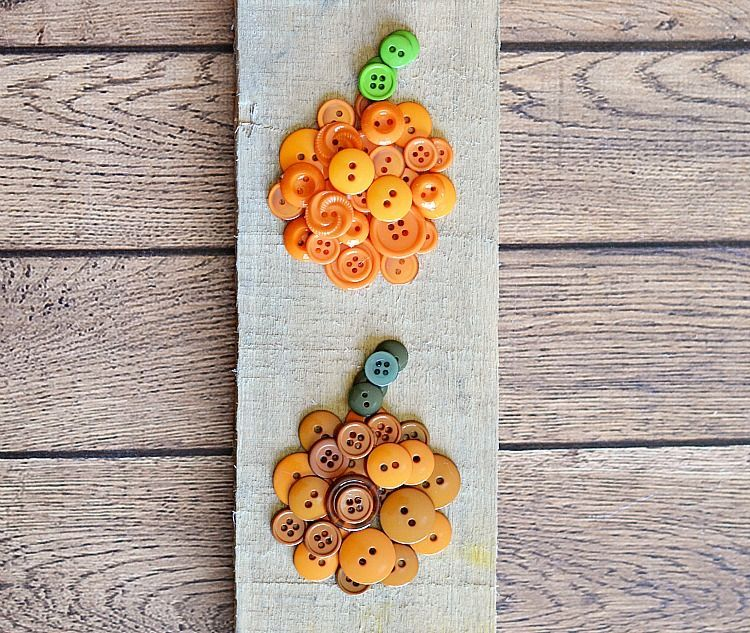 Easy ombre pumpkin from buttons