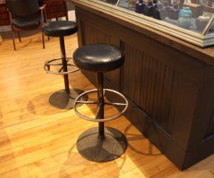 https://cdn.homedit.com/wp-content/uploads/2016/09/Finch-retro-bar-stools-300x250.jpg