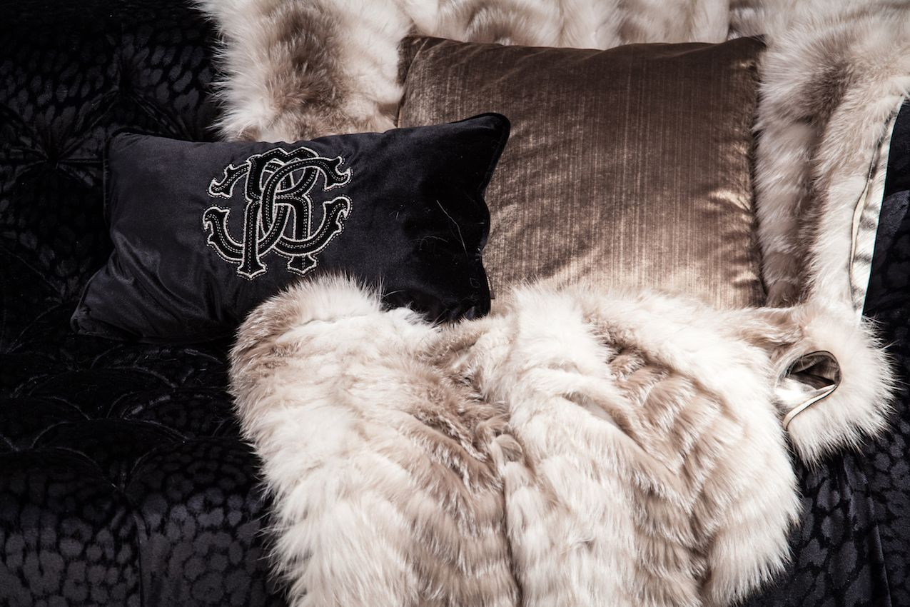 fur-throw-bedding