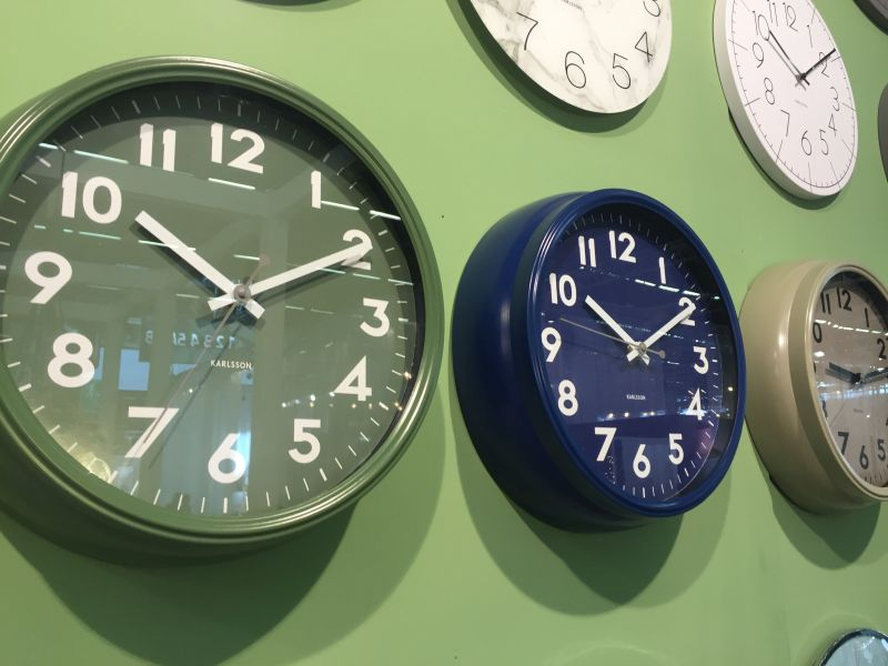 Green and blue karlsson clocks