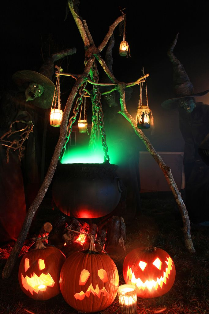halloween-witch-decor