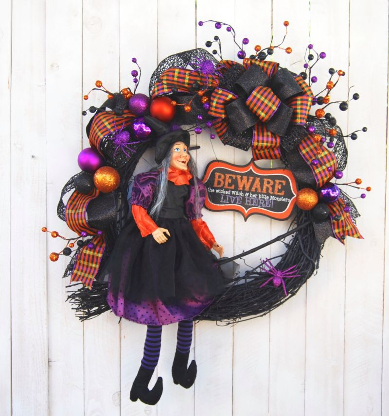 halloween-witch-wreath-decor