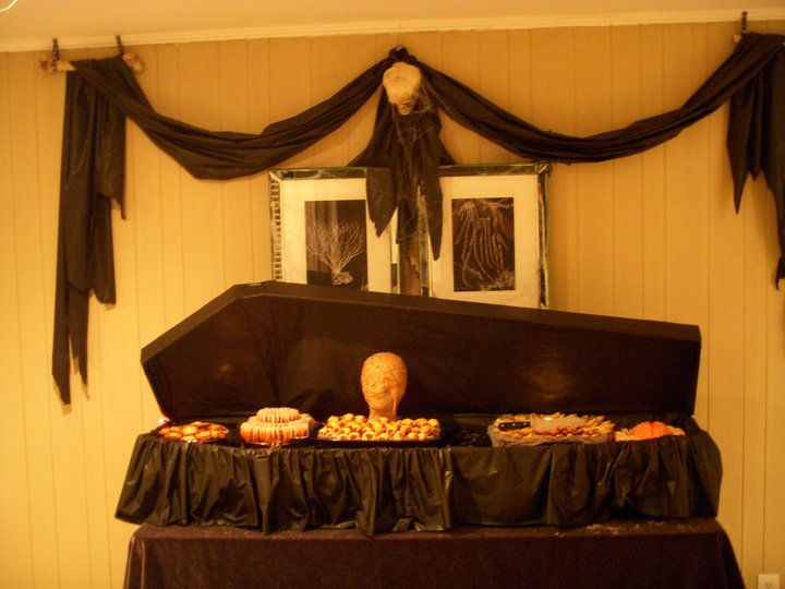 halloween-coffin-food-table