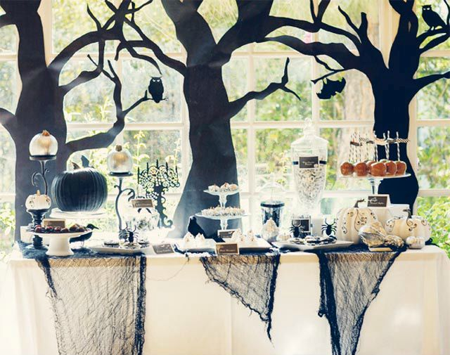 halloween-food-table