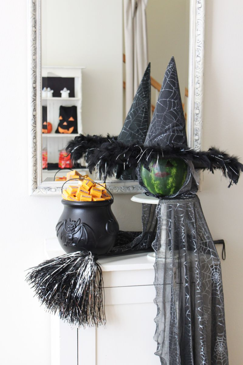 halloween-witch-party-decor