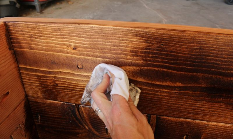 How to Stain Wood- wipe excess