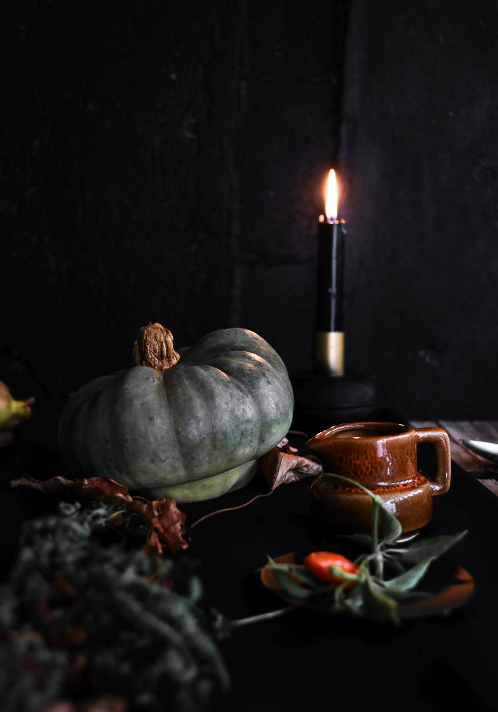 How to decorate a table for Halloween