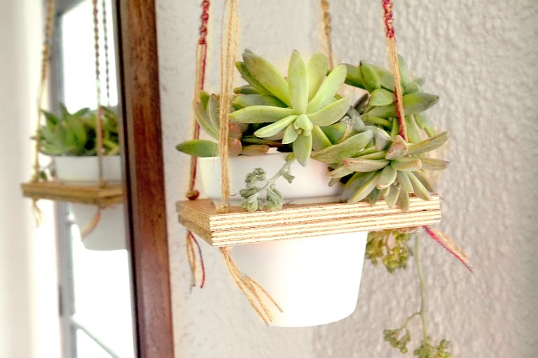macrame-hanging-plant-shelf-diy