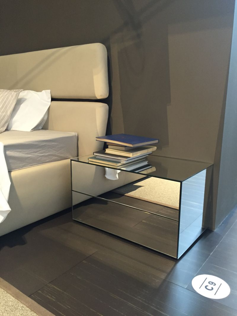 mirrored-nightstand-design