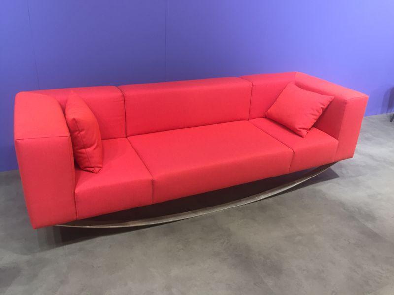modern-red-sofa-equilibriste