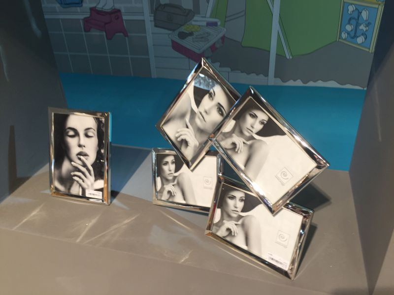 Modern mirrored picture frames