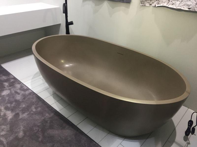 mondo-brown-bathtub