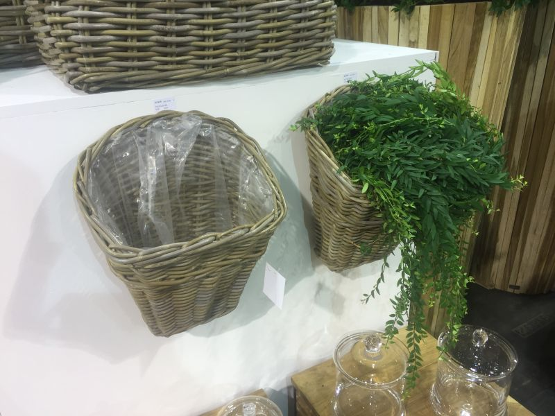 rattan-wall-basket-planter