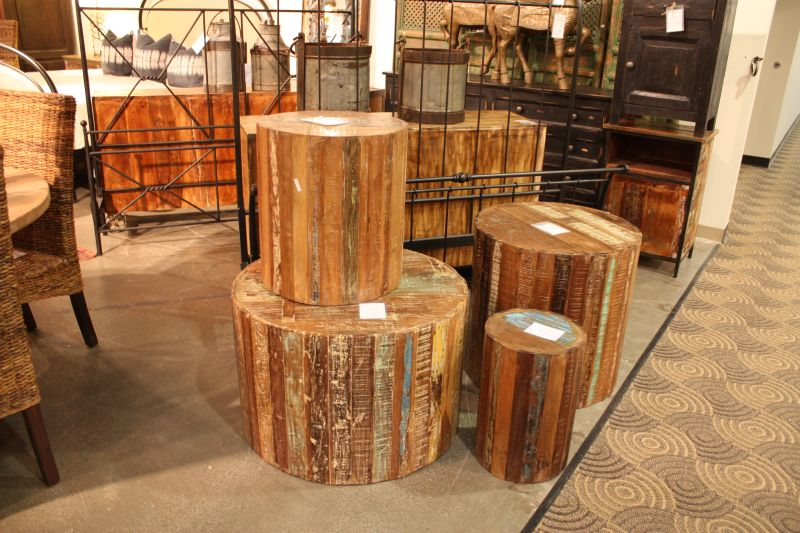 rustic-wood-stools-used-like-coffee-tables