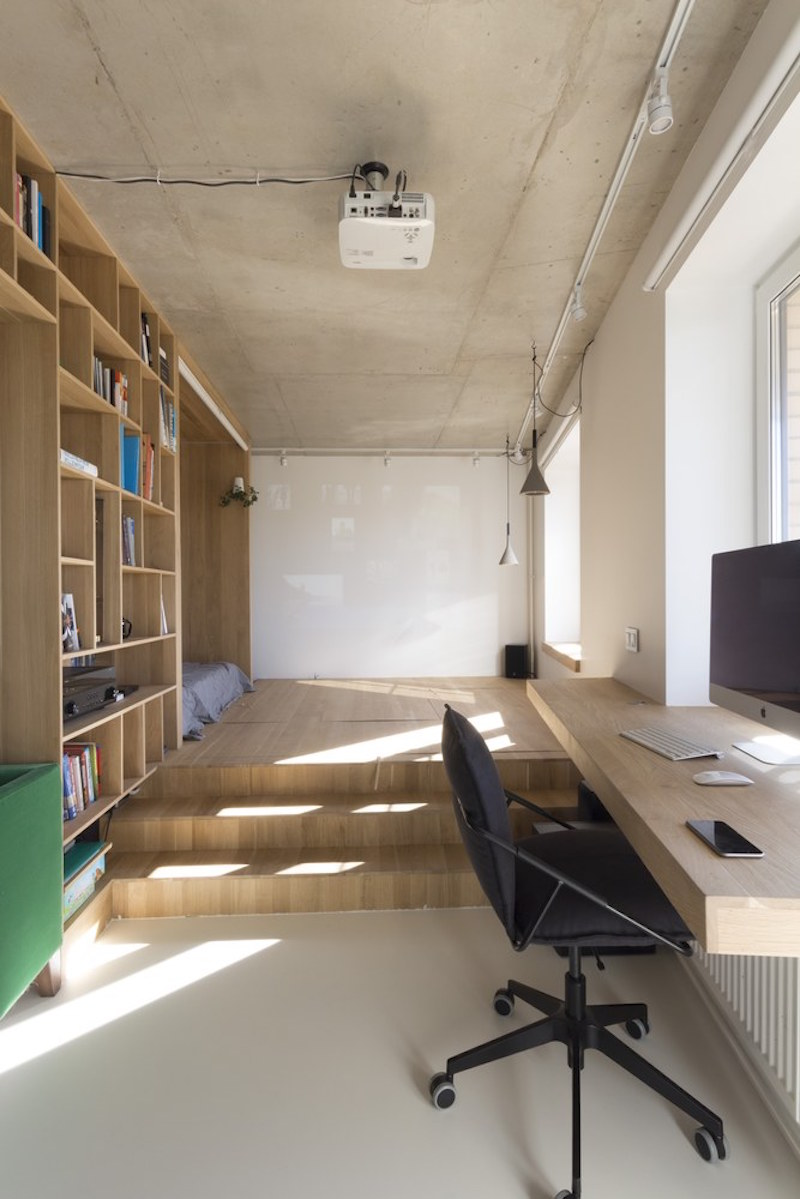 Small apartment in Moscow with desk and platform