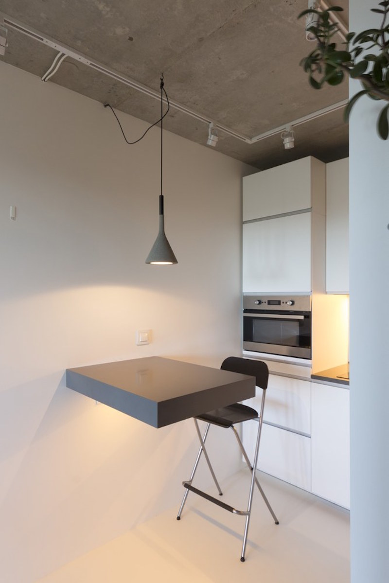Small apartment in Moscow with kitchen table