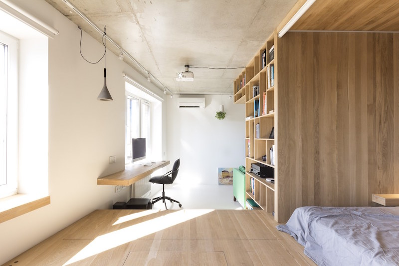 Small apartment in Moscow with window desk